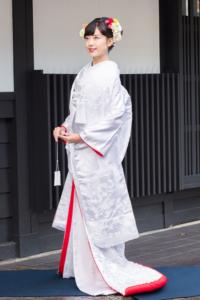 白無垢 裏紅刺繍 雲霞に鶴