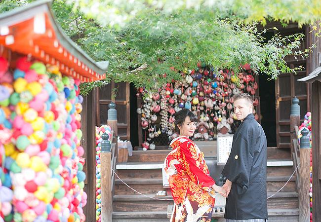 色打掛 赤黒暈し四季草花に鶴のブログ画像
